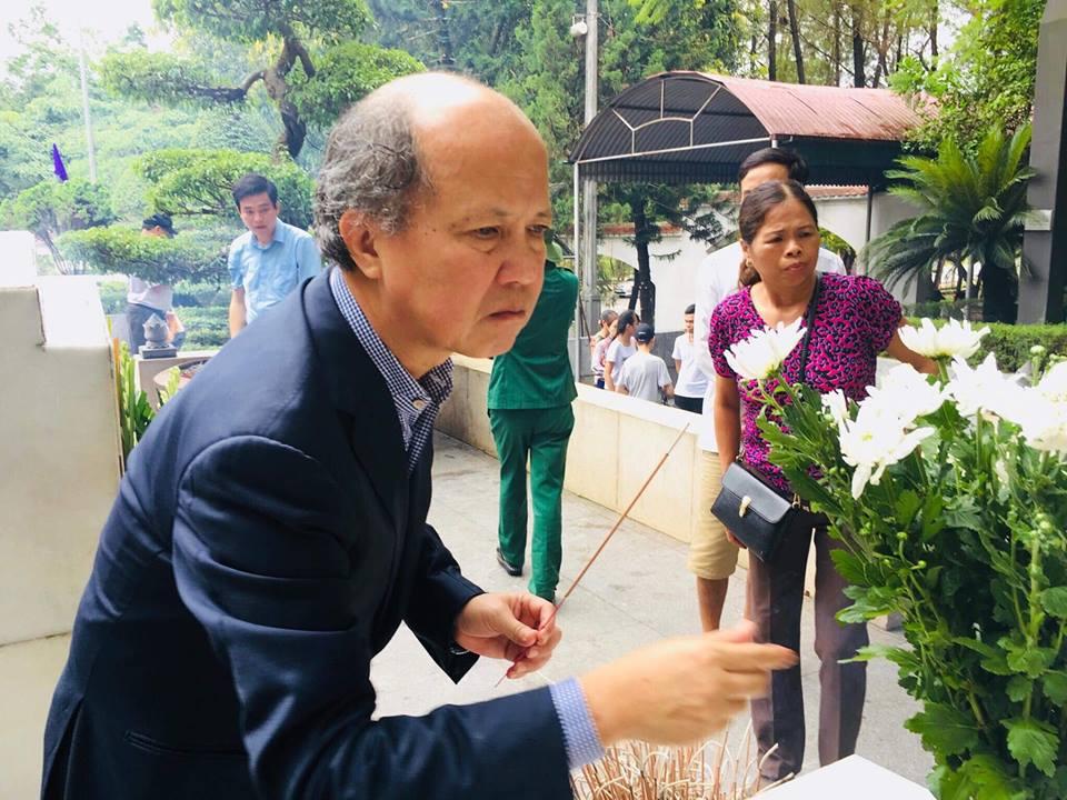 Chủ tịch Hiệp hội Bất động sản Việt Nam Nguyễn Trần Nam dâng hương tưởng niệm các anh hùng liệt sĩ Chủ tịch Hiệp hội Bất động sản Việt Nam