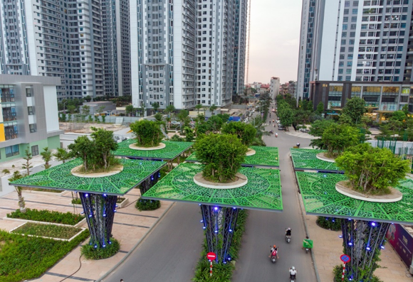 Cổng vào của TNR Goldmark City được thiết kế lấy cảm hứng từ supertree grove trong Garden by the Bay nổi tiếng của Singapore.