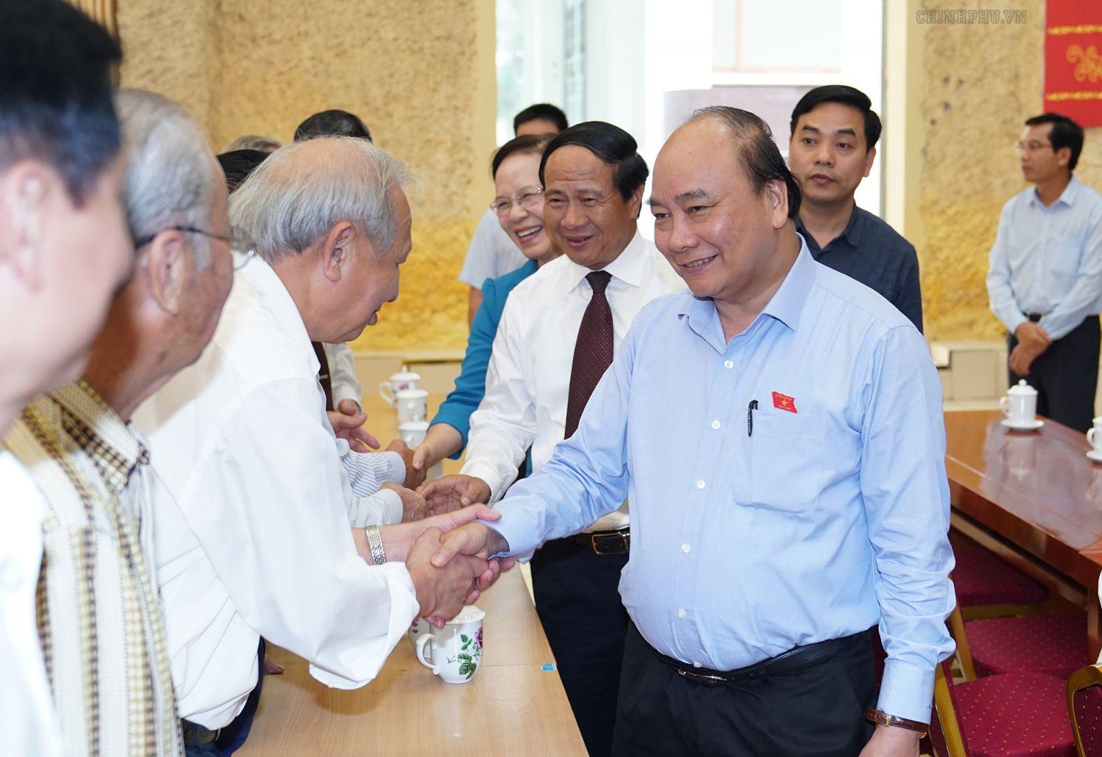Thủ tướng Nguyễn Xuân Phúc tiếp xúc cử tri tại huyện Kiến Thụy, Hải Phòng. Ảnh: VGP/Quang Hiếu
