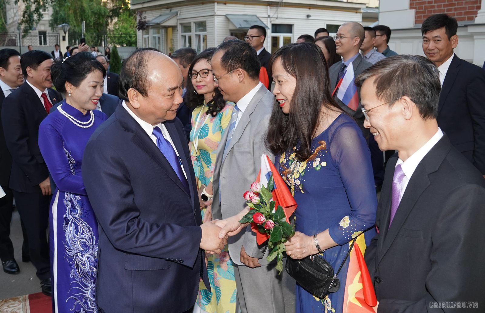 """Thủ tướng mong muốn """"mỗi người Việt ở Nga phải là đại lý tiêu thụ hàng Việt"""". Ảnh VGP/Quang Hiếu"""