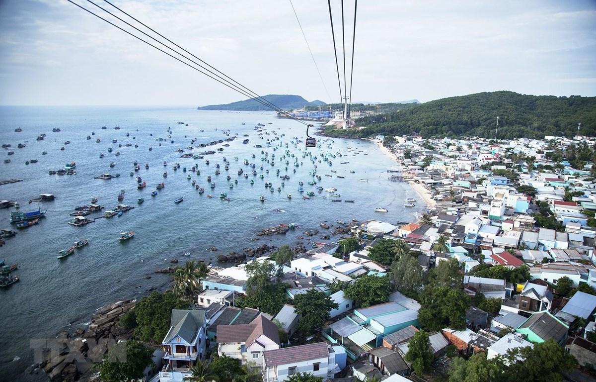 Thị trấn An Thới, huyện đảo Phú Quốc nhìn từ trên cao. (Ảnh: Hồng Đạt/TTXVN)