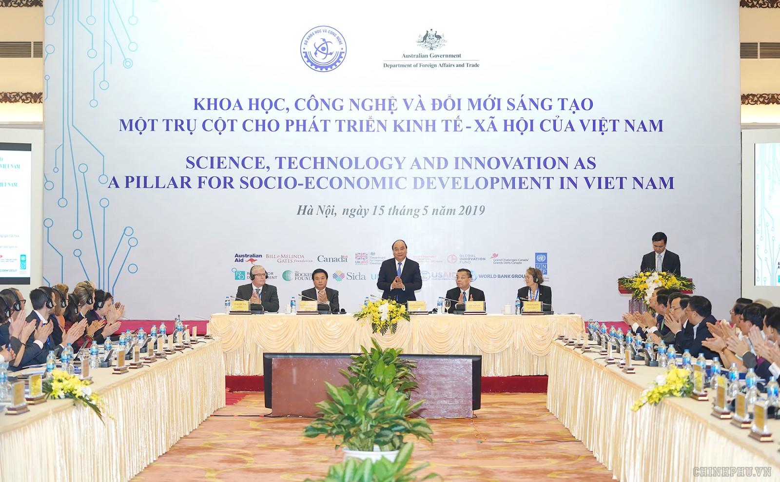 Thủ tướng Nguyễn Xuân Phúc dự Hội nghị Khoa học, Công nghệ và Đổi mới sáng tạo sáng 15/5. Ảnh: VGP/Quang Hiếu