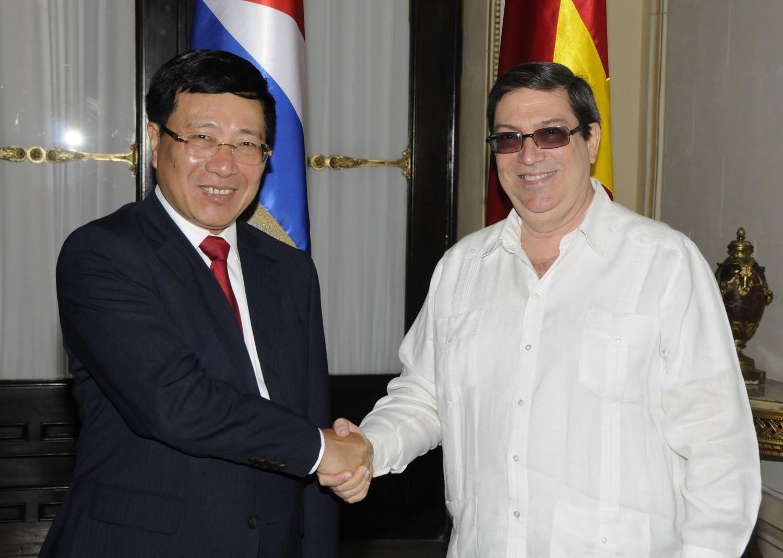 Phó Thủ tướng Phạm Bình Minh và Bộ trưởng Ngoại giao nước Cộng hòa Cuba Bruno Rodríguez Parrilla. Ảnh: baoquocte.vn