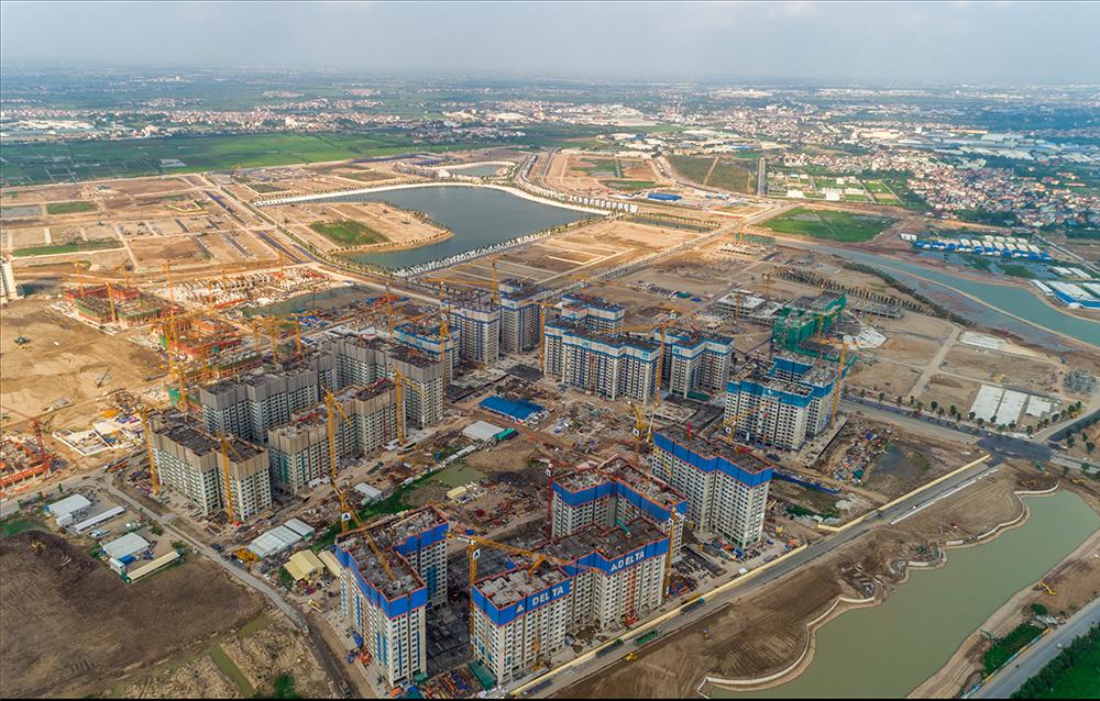 Vinhomes Ocean Park được khởi công từ tháng 10/2018 tại khu đất nằm giữa quốc lộ 5A và 5B thuộc địa phận xã Đa Tốn, Kiêu Kỵ, Dương Xá và một phần thị trấn Trâu Quỳ, Gia Lâm, Hà Nội. Dự án có quy mô khoảng 420ha.