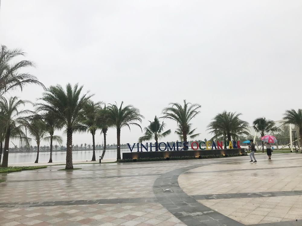 Bên cạnh những phần đang được triển khai, đã có những hạng mục hoàn thành cơ bản như khu quảng trường cạnh hồ nước trung tâm.