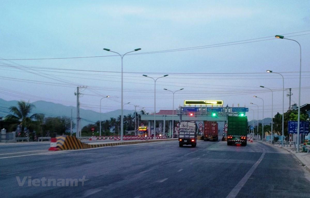 Bộ Giao thông Vận tải yêu cầu Tổng cục Đường bộ Việt Nam triển khai các biện pháp giám sát chặt, chống thất thoát doanh thu trạm thu phí BOT. (Ảnh: Việt Hùng/Vietnam+)