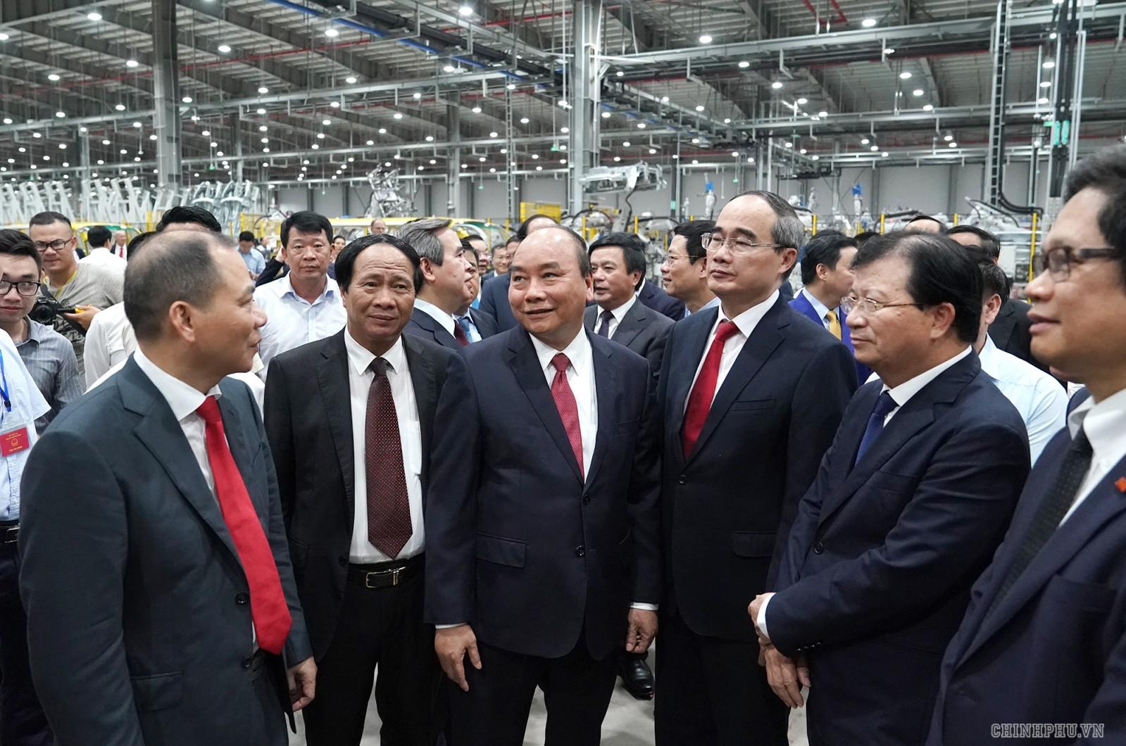 Thủ tướng và các đại biểu tại sự kiện. Ảnh: VGP/Quang Hiếu