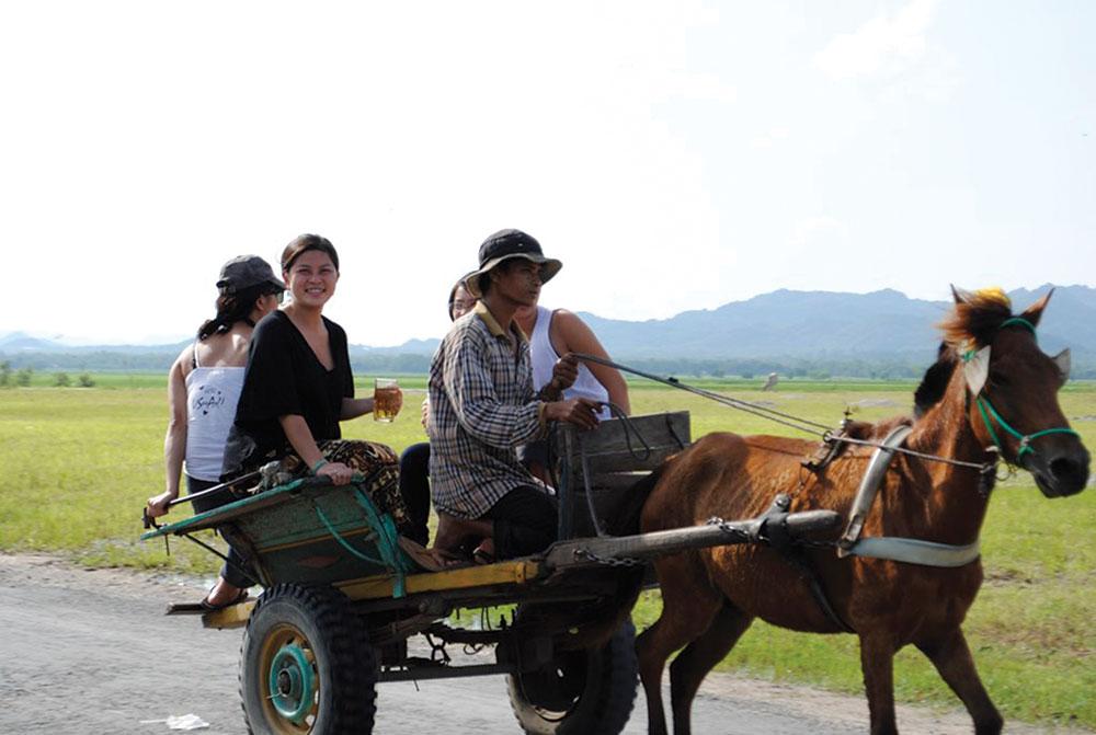 Xe ngựa là phương tiện giao thông cần khai thác du lịch ở Bảy Núi