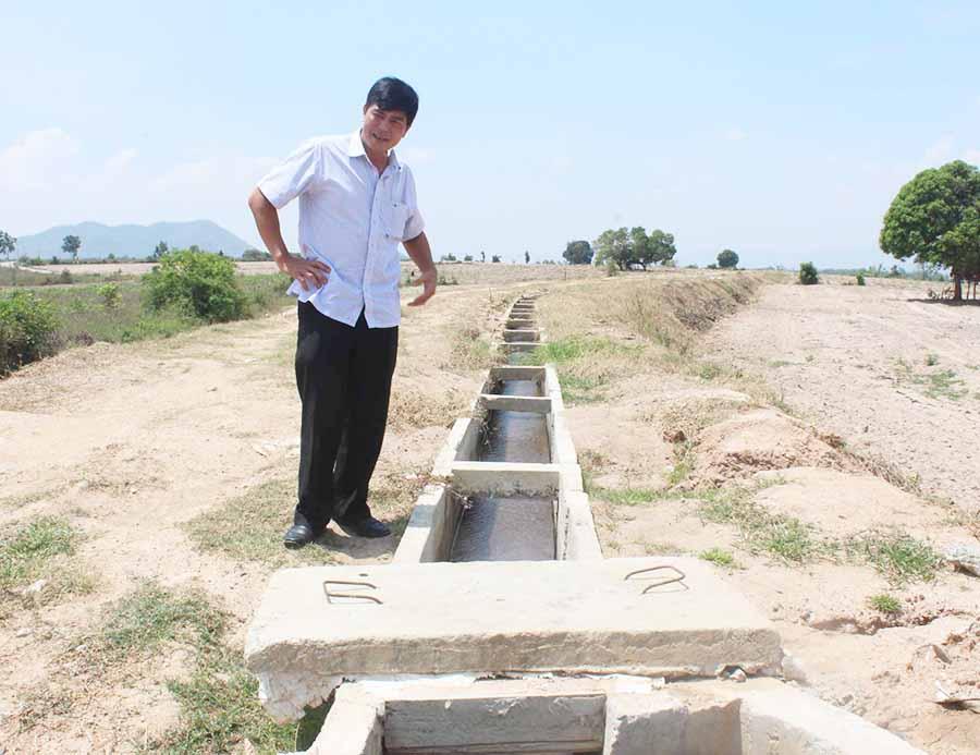 Hệ thống kênh mương được đầu tư xây dựng giúp người dân phát triển sản xuất. Ảnh: N.D