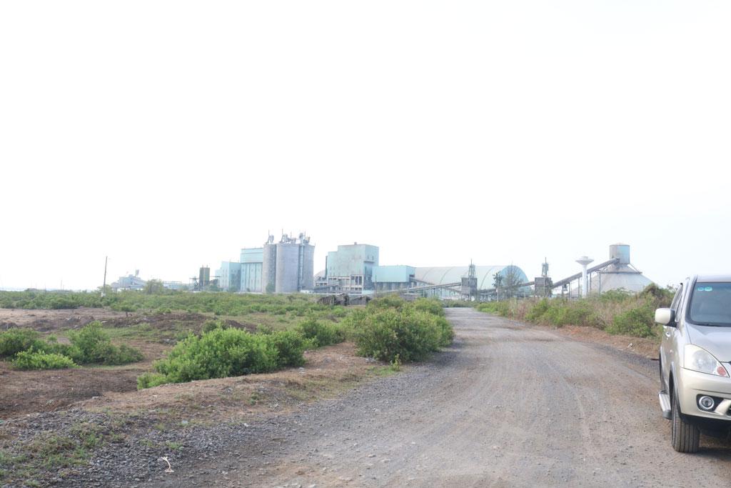 Qua nhiều lần đổi chủ đầu tư, Khu công nghiệp Nam Tân Tập (huyện Cần Giuộc) vẫn chưa hoàn thiện hạ tầng kỹ thuật để triển khai dự án