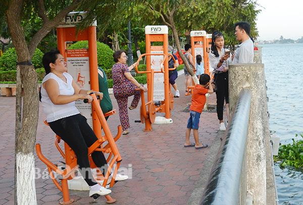 Một góc Công viên Nguyễn Văn Trị nơi hàng ngày rất nhiều người dân đến vui chơi, thể dục - K.Giới...,