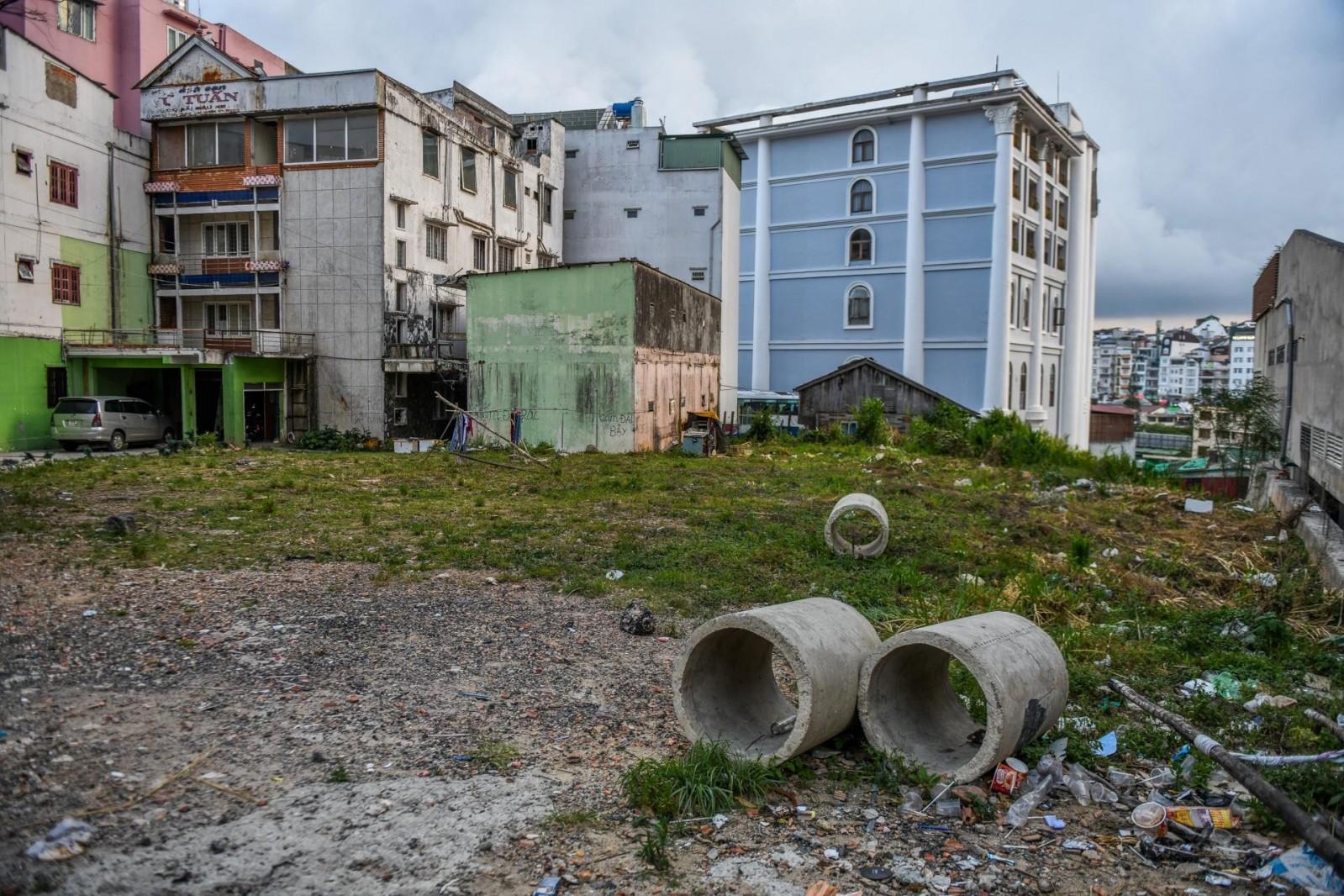 Mảnh đất được cò đất báo giá 1 tỷ đồng/m2 trên đường Phan Bội Châu được chủ đất đưa ra giá bán chỉ hơn 160 triệu đồng/m2. Ảnh: Quỳnh Trang.