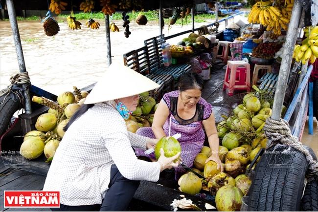 Chợ nổi Cái Bè nổi tiếng nhất miền Tây, thu hút nhiều du khách trong nước và nước ngoài.