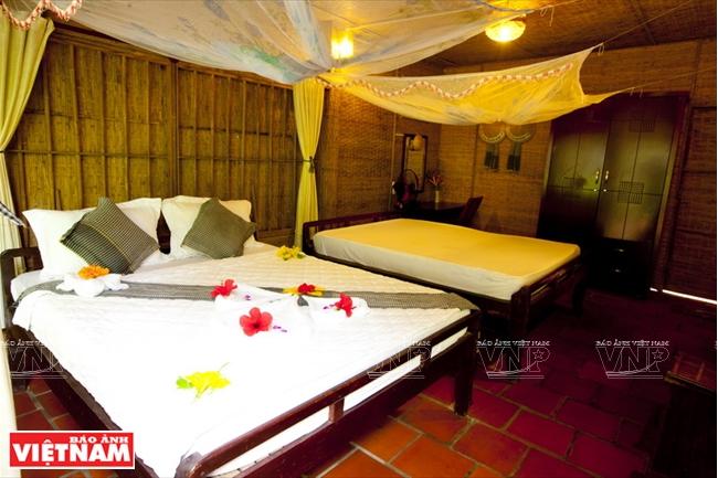 Mỗi bungalow được thiết kế theo phong cách nhà dân của địa phương, không gian mở, gần gũi với thiên nhiên.