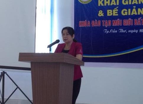 Bà Võ Thị Hồng Ánh, Phó Chủ tịch UBND TP. Hà Nội đánh giá cao việc tổ chức các lớp môi giới sẽ góp phần nâng cao tính chuyên nghiệp của các nhà môi giới đồng thời tạo nên sự minh bạch của thị trường BĐS Cần Thơ.