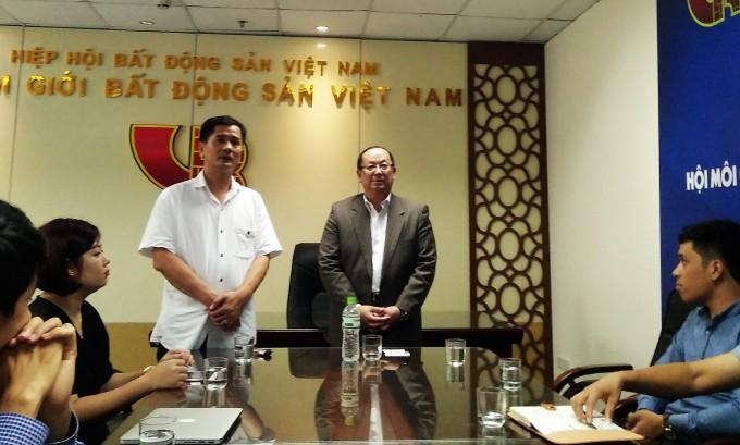 Đại diện Hội môi giới BĐS Hoa kỳ - NAR, ông Nguyễn Vinh đã được tổng thư ký Hội Môi giới BĐS Việt Nam - VARS, ông Nguyễn Văn Đính cùng các thành viên doanh nghiệp như CEN Group, Phú Quí Land ...  đón tiếp tại văn phòng Hội Môi giới BĐS Việt Nam.