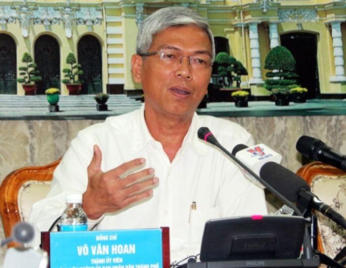 Ông Võ Văn Hoan, Chánh Văn phòng UBND TPHCM thông tin với báo chí về