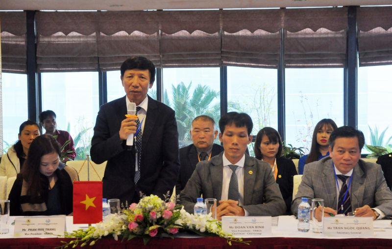 TS. Phan Hữu Thắng (đứng), Phó Chủ tịch VNREA.