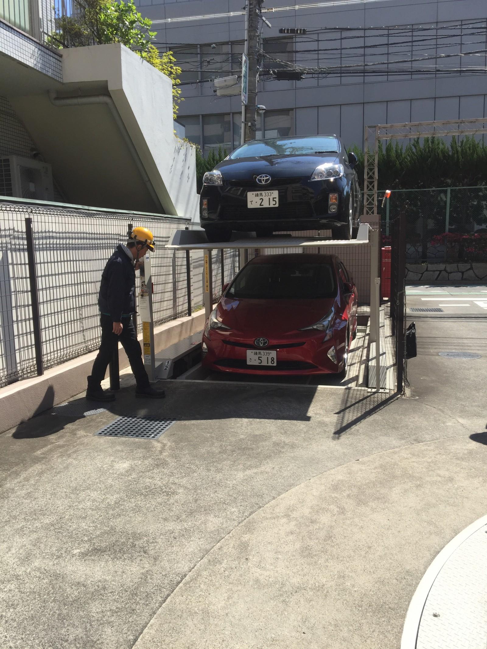 Parking xe cho 1 gia đình ( xe đang được nâng lên,hạ xuống ) : từ 1 chỗ chỉ đỗ được 1 xe ,có thể đỗ được đến 3 xe.