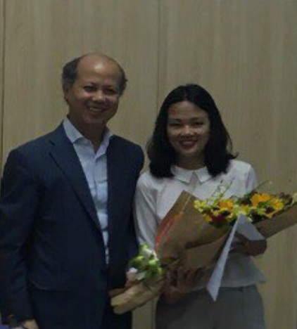 Chủ tịch Nguyễn Trần Nam trao Quyến định bổ nhiệm Phó Giám đốc, Quyền Giám đốc Trung tâm VICOREAL cho bà Nguyễn Thị Thanh Hòa.