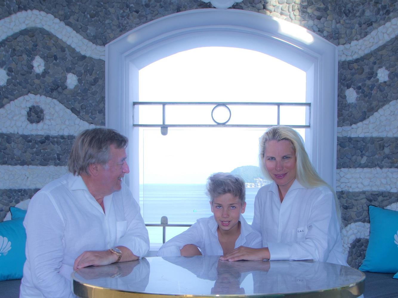 Tỷ phú Thụy Sỹ Christian A. Larpin cùng gia đình.