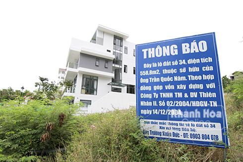 Những biển cảnh báo về quyền sở hữu lô đất xuất hiện rất nhiều ở Khu biệt thự cao cấp Ocean View.