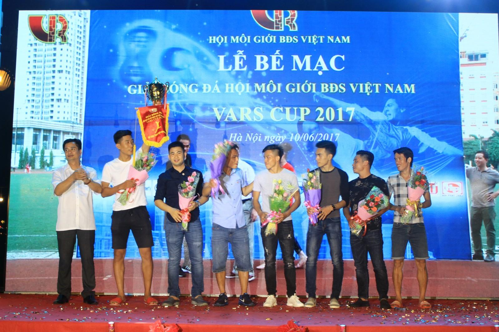 Vạn Xuân Group xứng đáng là đội nhận siêu cup năm 2017.