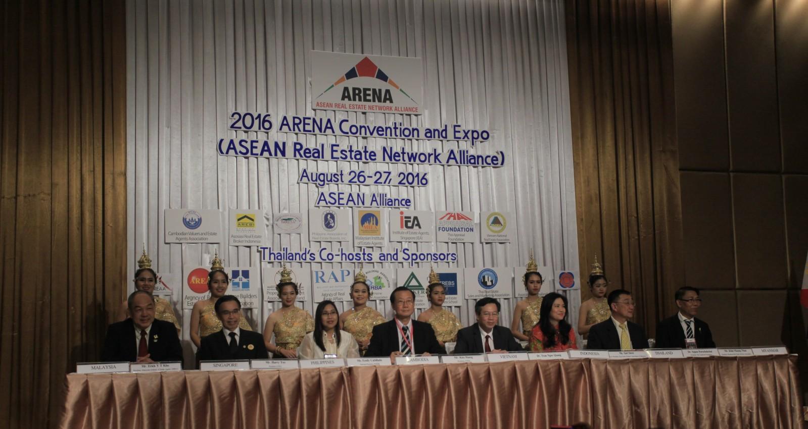VNREA hợp tác với nhiều Hiệp hội nghề nghiệp quốc tế. Trong ảnh: Hiệp hội Bất động sản Việt Nam tham gia Liên minh các Hiệp hội BĐS ASEAN.