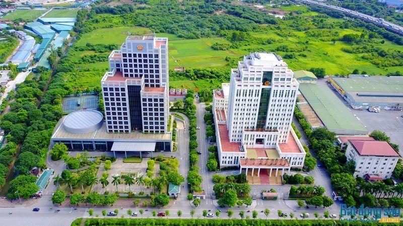 Trong ảnh là 2 trụ sở mới của Bộ Tài Nguyên và Môi trường và Bộ Nội Vụ được xây dựng sát nhau trên đường Tôn Thất Thuyết. Ảnh: Trần Kháng.