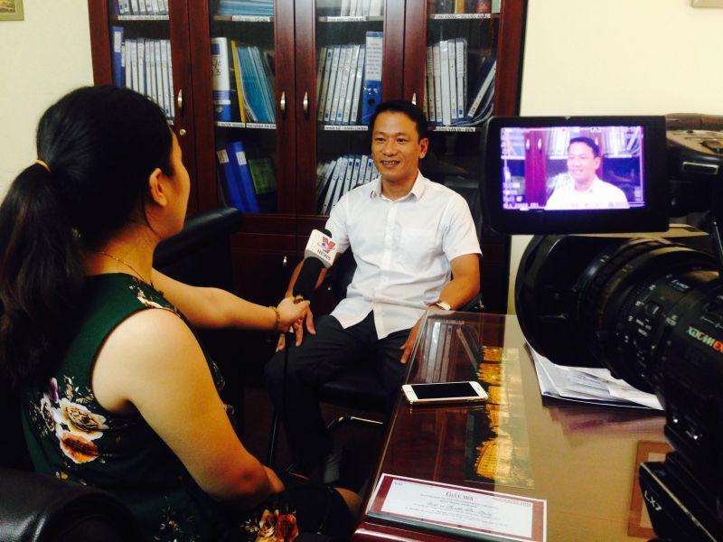 Luật sư Nguyễn Phú Thắng trong buổi làm việc với PV Reatimes