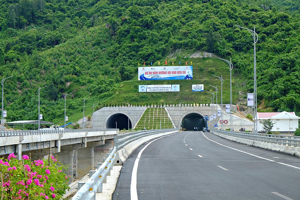 Hầm Đèo Cả gọi tên khát vọng Việt, lần đầu tiên do người Việt làm chủ công nghệ thi công hầm. Ảnh Xuân Huy.