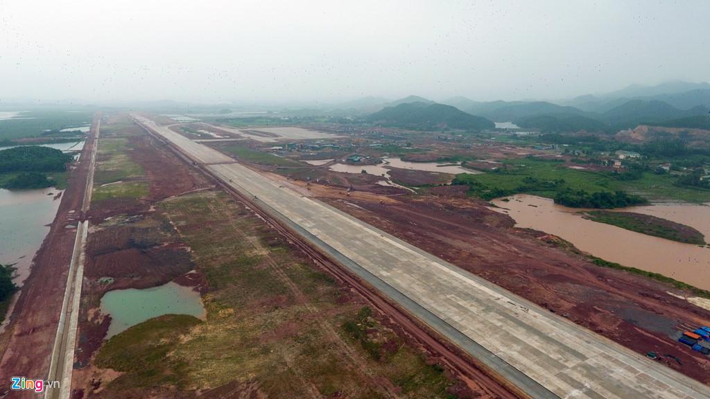 Trong giai đoạn một, sân bay có một đường cất hạ cánh dài nhất Việt Nam hiện nay, với 3,6 km, chiều rộng 45 m. Ảnh: ZingNews.