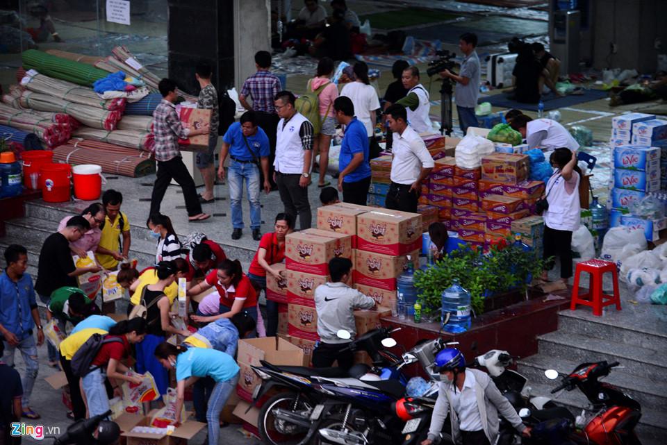 Các cơ quan bảo trợ, nhà hảo tâm vẫn đảm bảo nhu yếu phẩm cần thiết cho cư dân bị nạn.