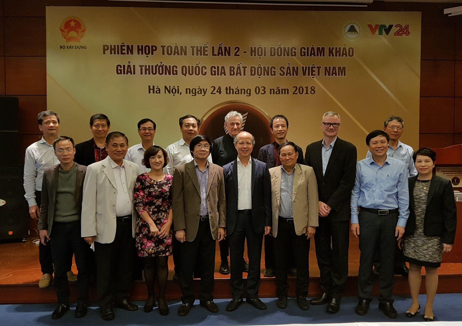 Hội đồng Giám khảo và Ban Tổ chức Giải thưởng Quốc gia Bất động sản Việt Nam.