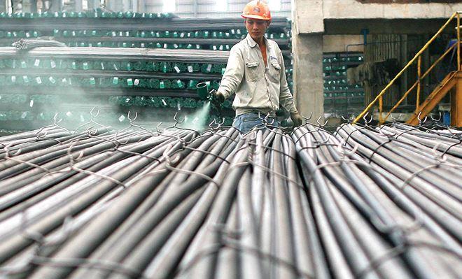 Theo dự báo, giá thép xây dựng có thể tăng thêm 300.000 - 500.000 đồng/tấn trong thời gian tới. Ảnh: Dũng Minh.