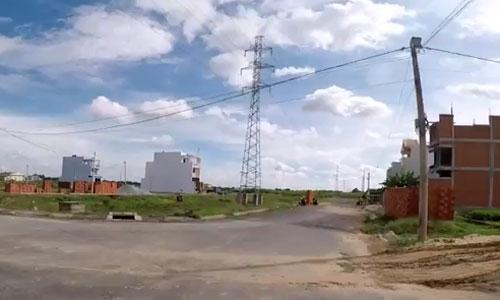 Đất nền một dự án tại xã Phong Phú, thuộc khu Nam Sài Gòn. Ảnh chụp từ video của môi giới.