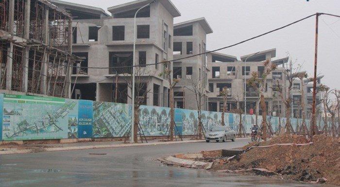 Khu biệt thự Khai Sơn (quận Long Biên, Hà Nội) của công ty Cổ phần Khai Sơn có 26 căn biệt thự được thi công khi chưa có giấy phép xây dựng.