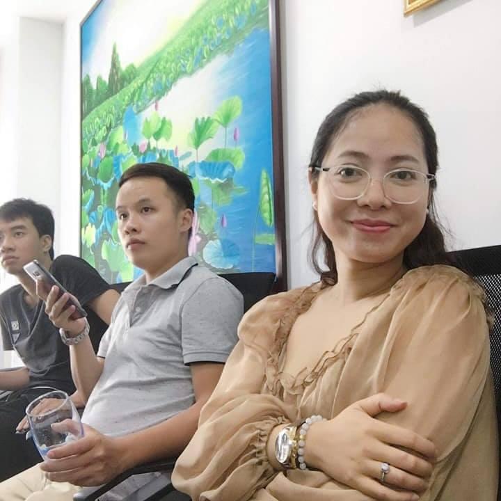 Phóng viên Nguyễn Huyền Thương