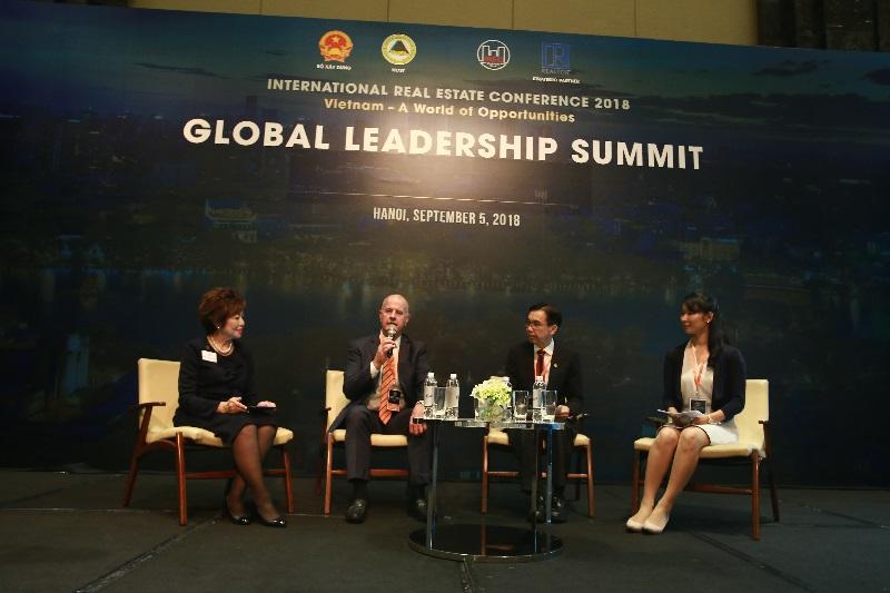 Các đại biểu thảo luận tại Hội nghị các Trưởng đoàn Quốc tế IREC 2018