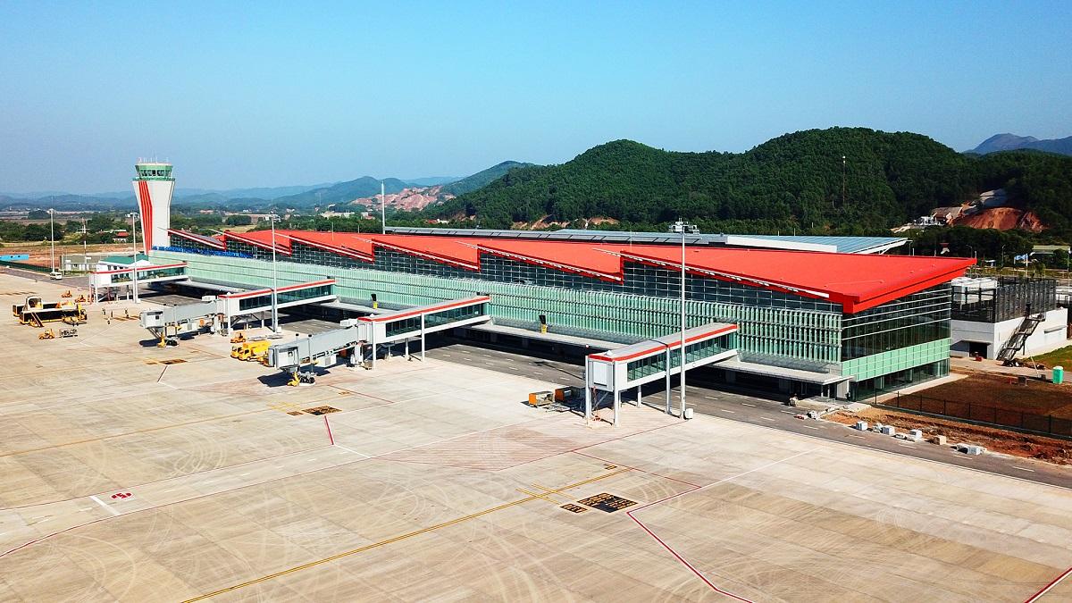 """Bộ trưởng Nguyễn Văn Thể: """"Sân bay Vân Đồn là mô hình đáng được nhân rộng"""""""