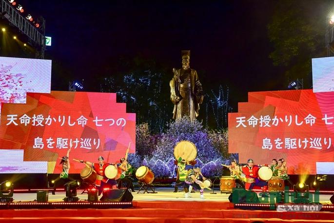 Biểu diễn nghệ thuật truyền thống Nhật Bản.