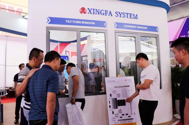 Bộ cửa sổ quay lật của Xingfa Quảng Đông gây ấn tượng với khách tham quan
