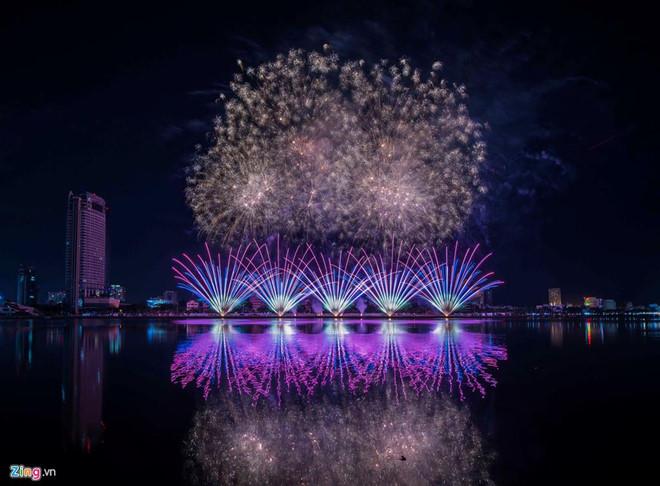 Lễ hội Pháo hoa Quốc tế thường niên tại Đà Nẵng năm nay diễn ra từ ngày 1/6 đến ngày 6/7 với 8 đội thi, gồm Việt Nam, Nga, Brazil, Bỉ, Phần Lan, Italy, Anh và Trung Quốc. Ảnh: Lê Huy Hoàng Hải.