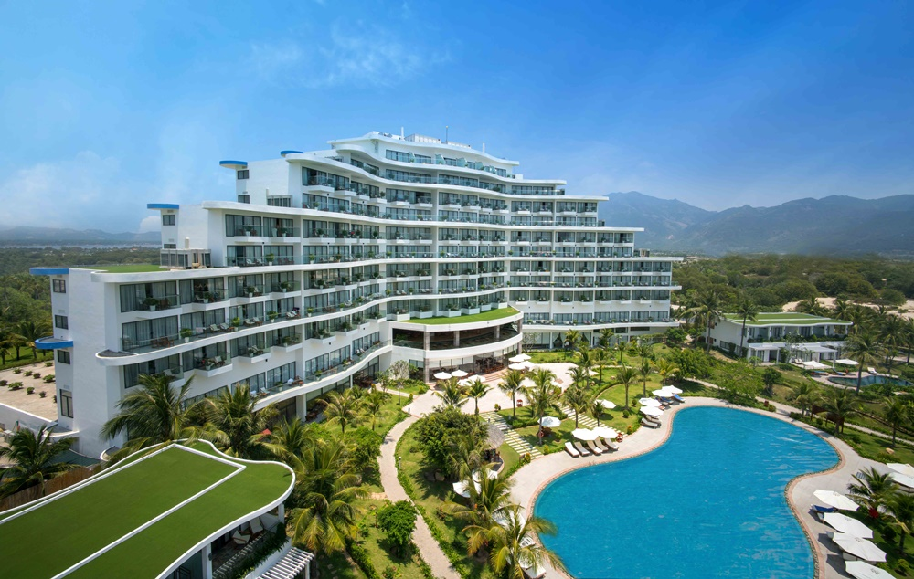 Crystal Bay Hospitality gắn liền với dấu mốc hoạt động và thành công của Cam Ranh Riviera Beach Resort & Spa