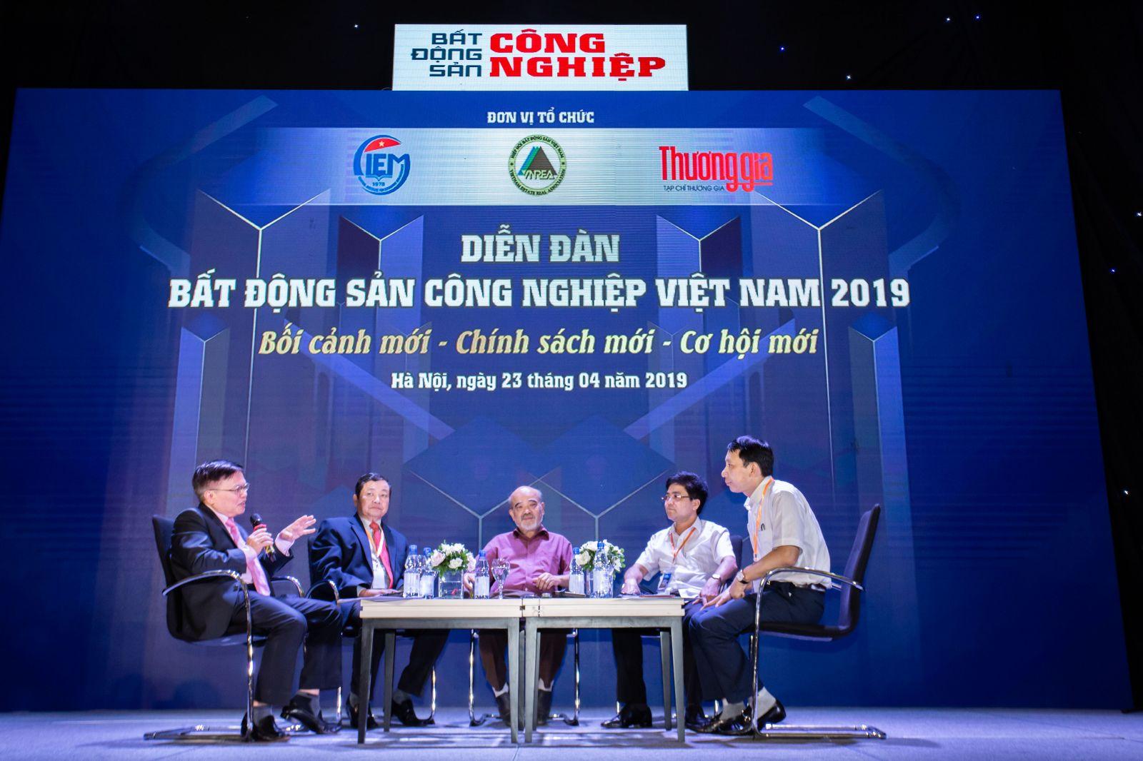 (Các chuyên gia, diễn giả tại Diễn đàn Bất động sản Công nghiệp Việt Nam)