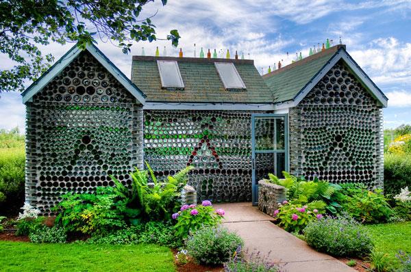 """10 ngôi nhà đẹp """"lạ"""" làm hoàn toàn bằng vật liệu tái chế"""