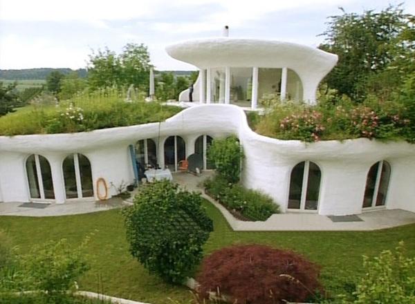 """Một căn nhà """"Earthships"""" giống như của người lùn"""