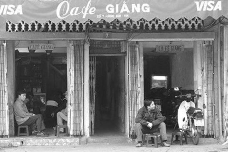 Cà phê trong phố