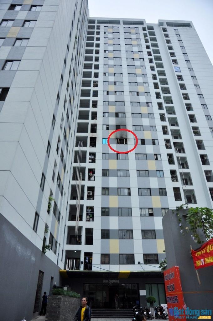Hỏa hoạn xảy ra tại tầng 8, lúc nửa đêm và không có hệ thống báo cháy không hoạt động.