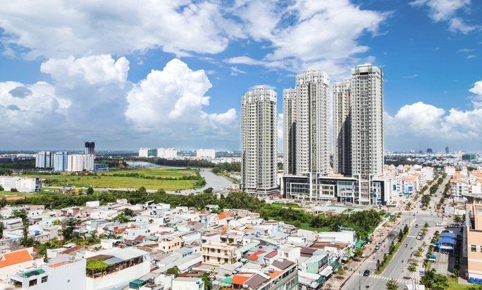 thị trường sẽ chuyển hướng sang phân khúc bình dân hơn. Những căn hộ với giá từ 2 – 2,5 tỷ đồng/căn ở Hà Nội, có tiện ích, quần thể, dịch vụ tốt sẽ là dòng sản phẩm thu hút khách hàng trong thời gian tới.